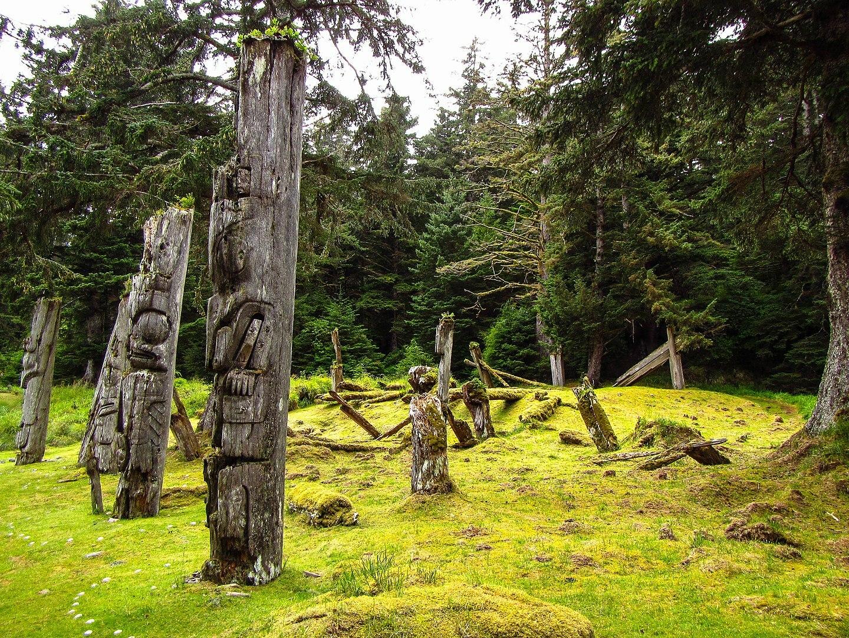 Totem poles of S'G̱ang Gwaay Llanagaay